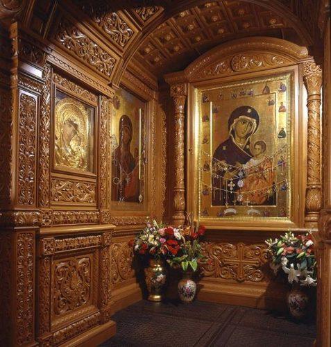 Икона в Ивверской часовне у стен Московского Кремля