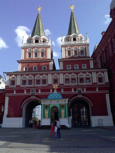 Воссозданная Иверская часовня на Красной Площади в Москве