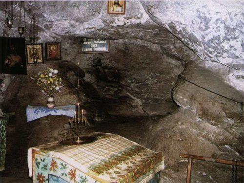 В пещерке св. прп. Иова