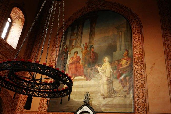 «Мария Магдалина перед римским императором Тиверием», картина С. В. Иванова над иконостасом храма Марии Магдалины в Гефсимании
