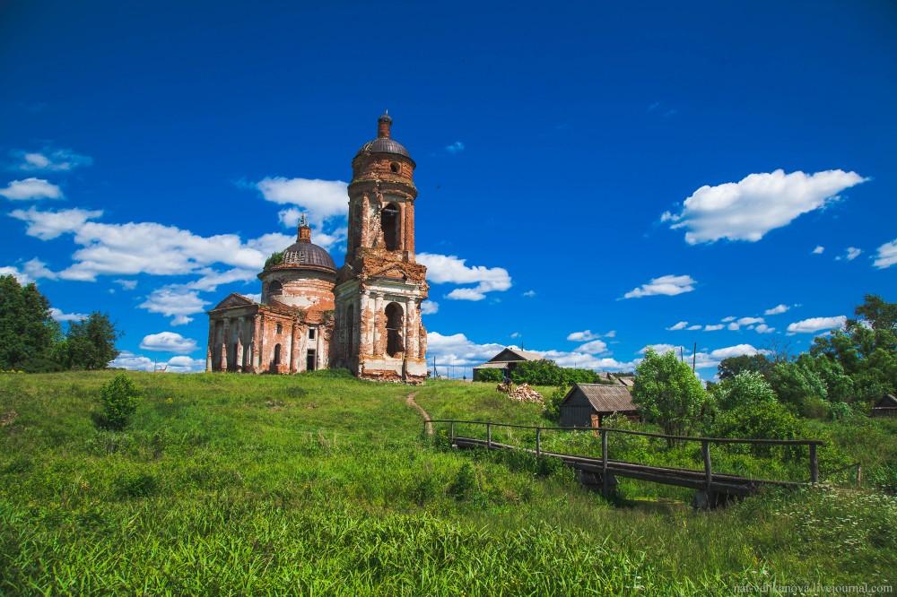 Тихвинская церковь в селе Вороновка